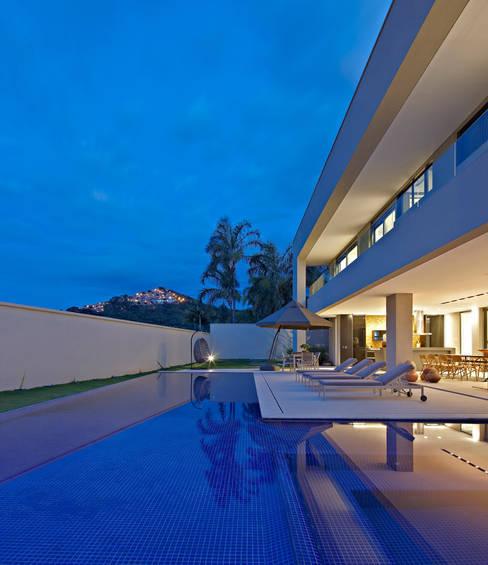 Piscinas de estilo  por Lanza Arquitetos