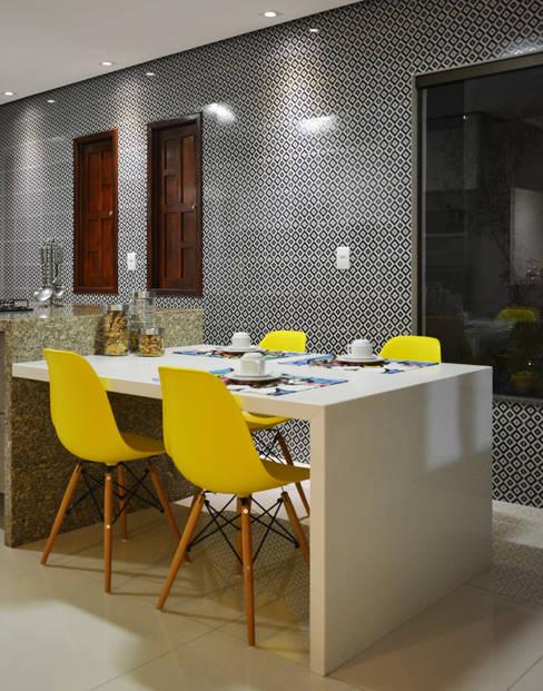 Cozinha : Salas de jantar  por CARDOSO CHOUZA ARQUITETOS