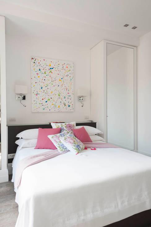 Dormitorios de estilo  por Loredana Vingelli Home Decor