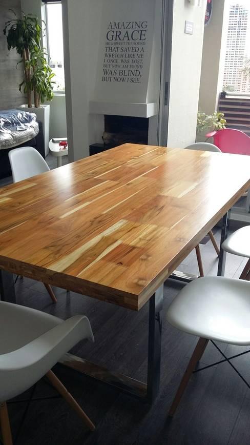 Sala da pranzo in stile  di La Carpinteria - Mobiliario Comercial