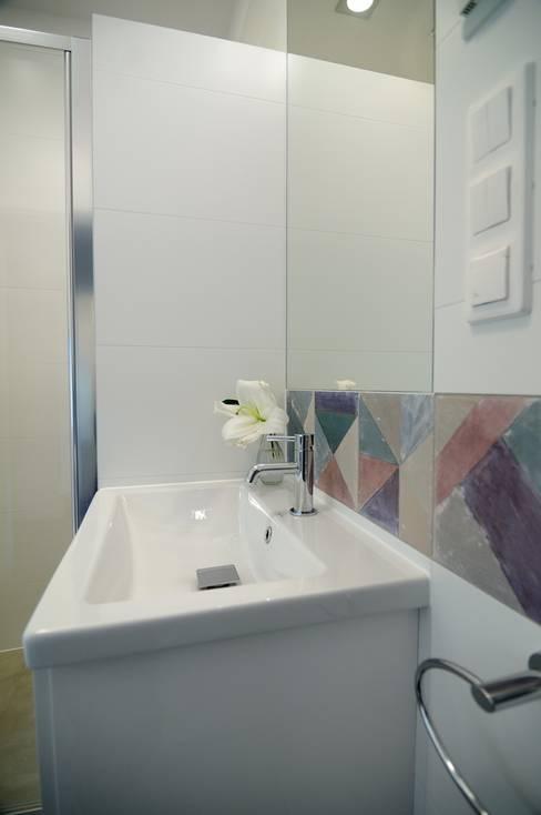 Bathroom by ARTEMA  PRACOWANIA ARCHITEKTURY  WNĘTRZ