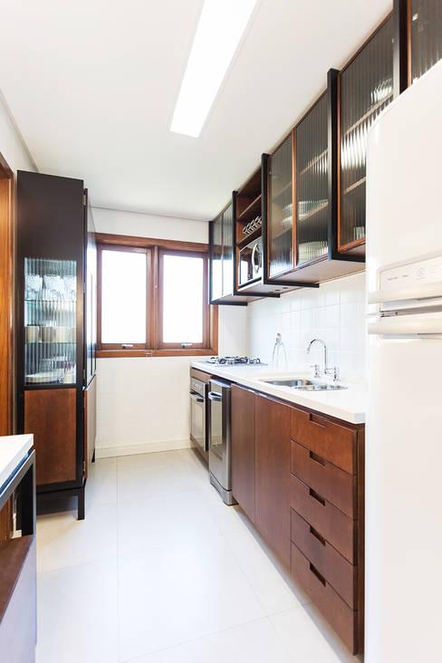 ap. SM: Cozinhas  por Ateliê 7 arquitetura e design integrados