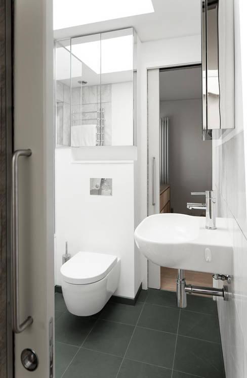 ห้องน้ำ by London Atelier Ltd