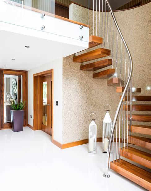 Corridor & hallway by David James Architects & Partners Ltd