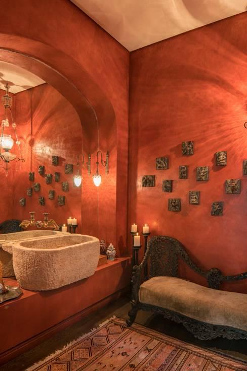 THE VILLA, CAPE TOWN   I   MARVIN FARR ARCHITECTS:  Bathroom by MARVIN FARR ARCHITECTS
