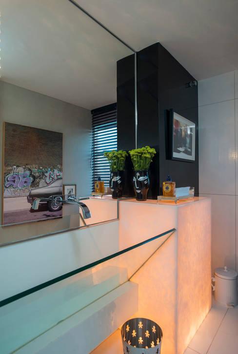 Ванные комнаты в . Автор – Rodrigo Maia Arquitetura + Design