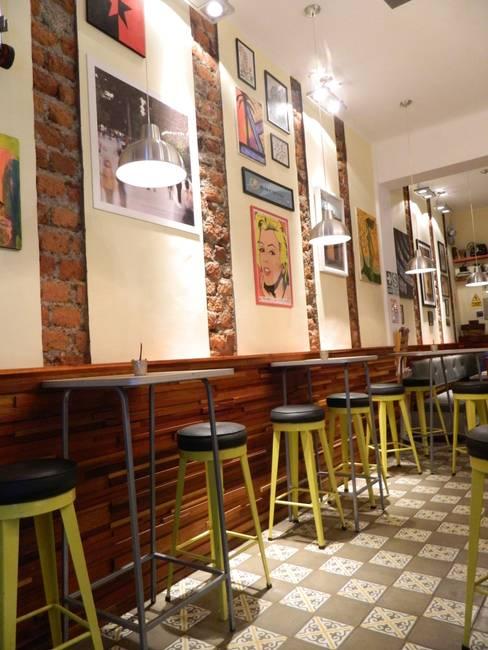 La Cafetera - Salón: Restaurantes de estilo  por 1en1arquitectos