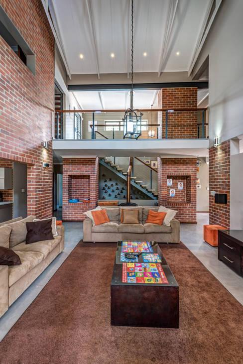 Projekty,  Salon zaprojektowane przez OLIVEHILL Architects