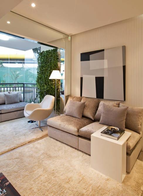 MAC_NEW RESIDENCE IPIRANGA 53m²: Salas de estar  por Chris Silveira & Arquitetos Associados