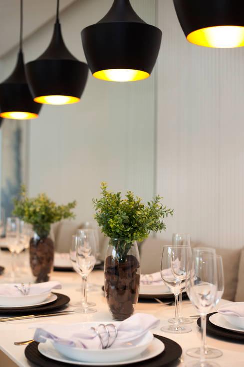 MAC_NEW RESIDENCE IPIRANGA 53m²: Salas de jantar  por Chris Silveira & Arquitetos Associados