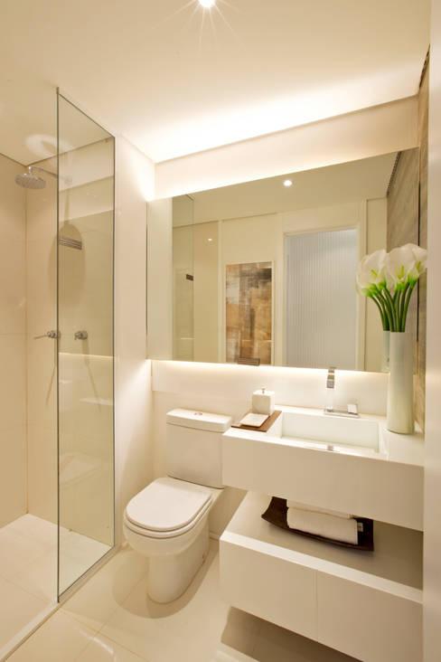 MAC_NEW RESIDENCE IPIRANGA 53m²: Banheiros  por Chris Silveira & Arquitetos Associados