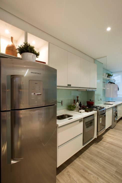 MAC_NEW RESIDENCE IPIRANGA 53m²: Cozinhas  por Chris Silveira & Arquitetos Associados