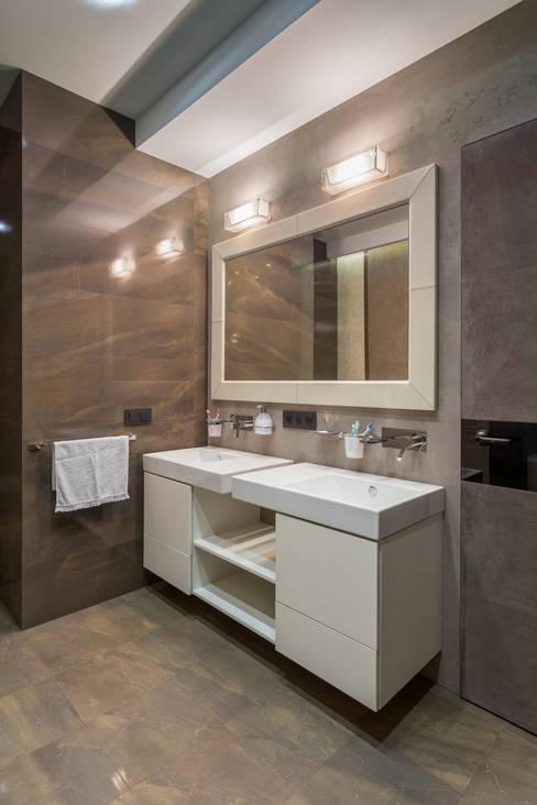 Квартира с темными акцентами : Ванные комнаты в . Автор – Bellarte interior studio