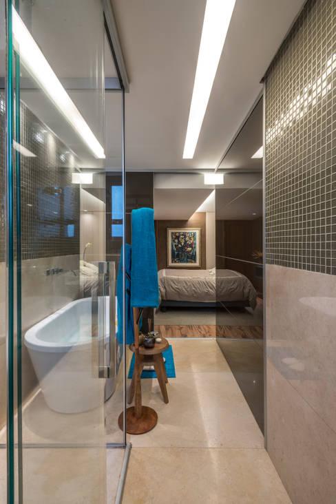 Ванные комнаты в . Автор – Andréa Buratto Arquitetura & Decoração