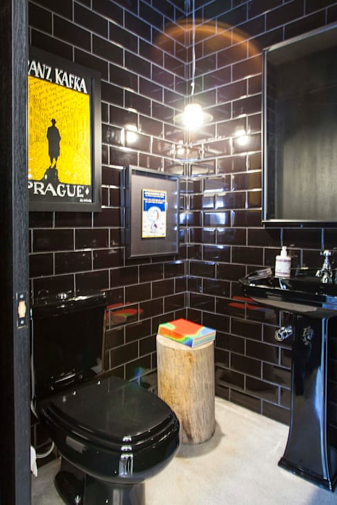 CASA PINHEIROS: Banheiros  por ivan ventura arquitetura
