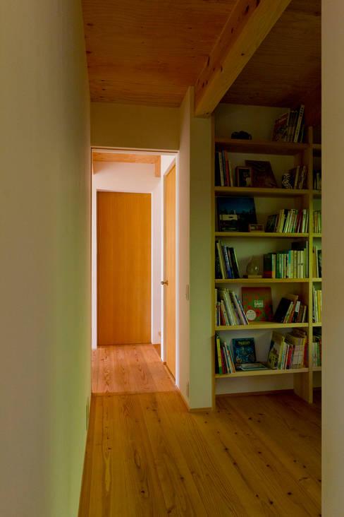 Estudios y biblioteca de estilo  por エイチ・アンド一級建築士事務所 H& Architects & Associates