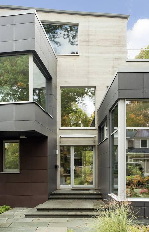 Casas de estilo  por ZeroEnergy Design