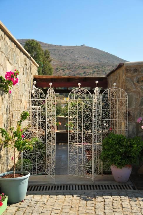 İDEA BODRUM MİMARLIK – gümüşlük taş evler:  tarz Bahçe