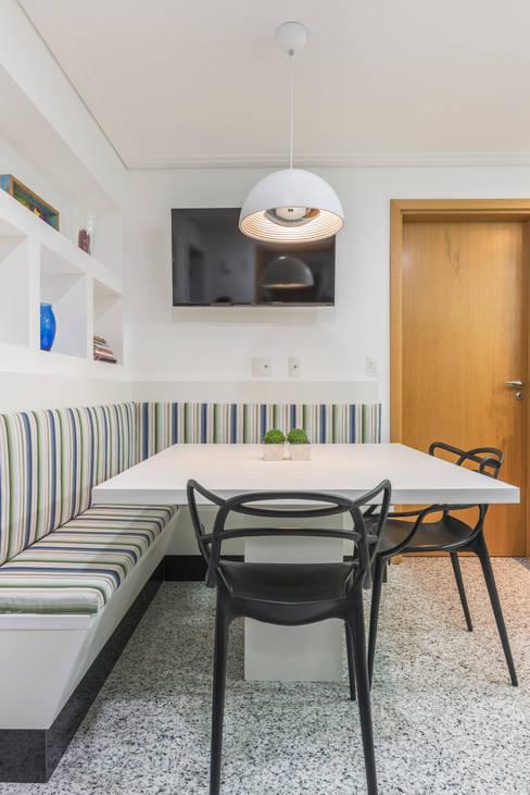 Copa : Cozinhas  por Sandra Pompermayer Arquitetura e Interiores