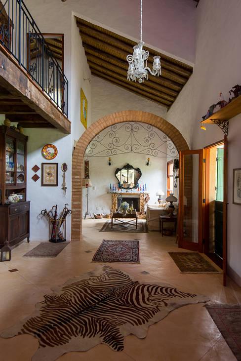 Living room by Valquiria Leite Arquitetura e Urbanismo