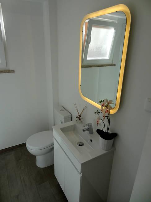 Bathroom by Happy Ideas At Home - Arquitetura e Remodelação de Interiores