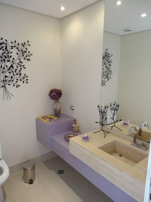 Bathroom by Lozí - Projeto e Obra