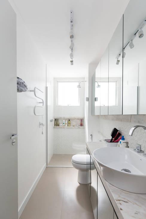 Bathroom by Kali Arquitetura