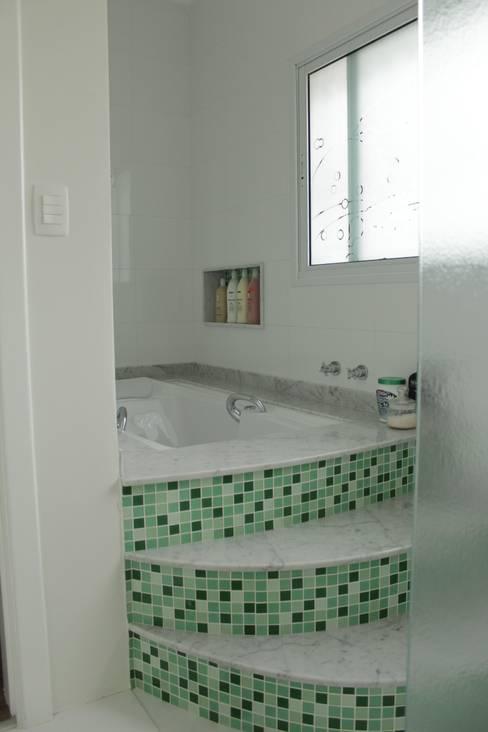 Casa VR: Banheiro  por Lozí - Projeto e Obra