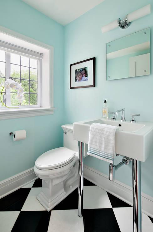 Powder Room:  Bathroom by Clean Design
