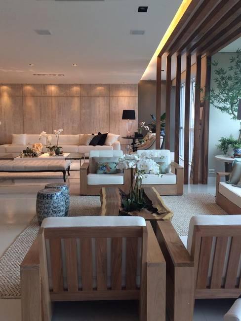 Living room by Juliana Meda Arquitetura
