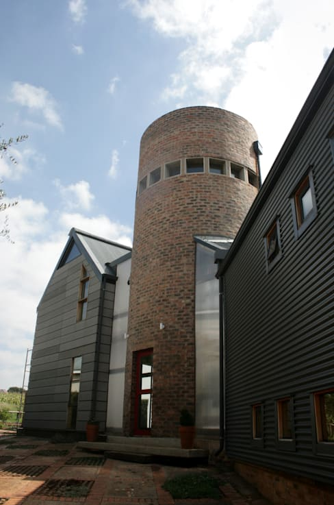 Barn House - Entrance:  Houses by Strey Architects