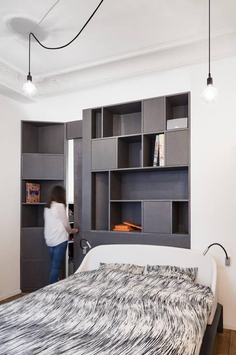 Bedroom by STUDIO RAZAVI ARCHITECTURE