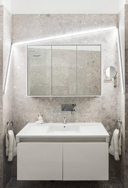 Bathroom by STUDIO RAZAVI ARCHITECTURE