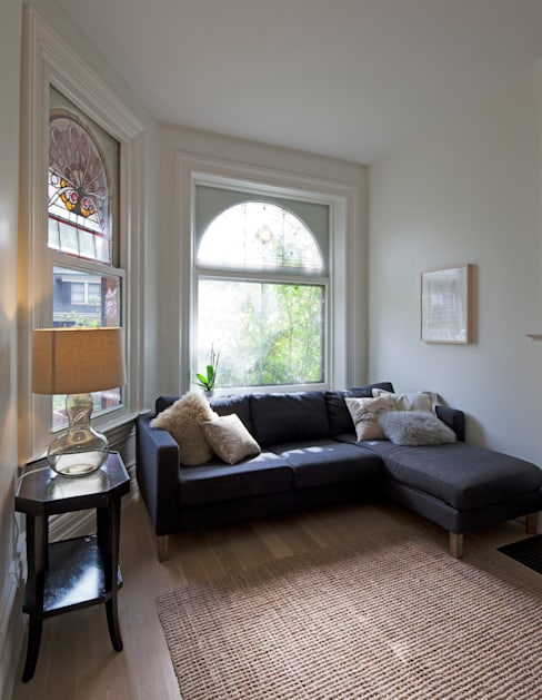 Living Room:  Living room by STUDIO Z