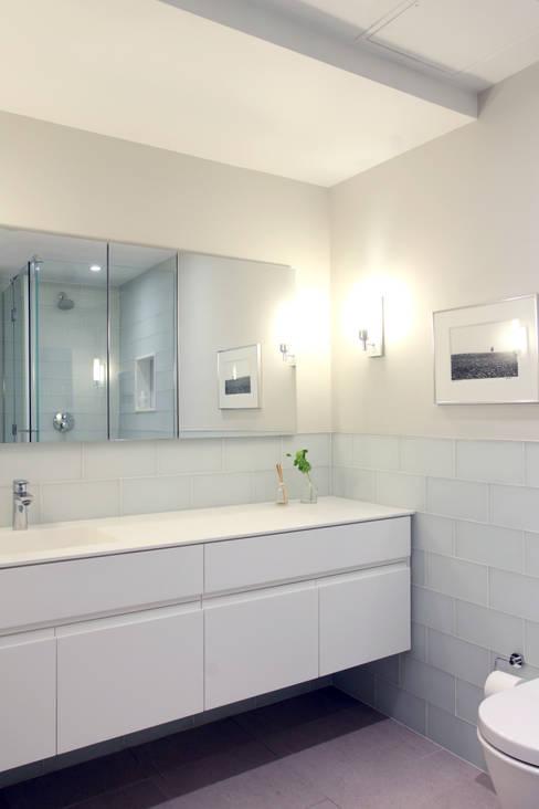 Chelsea Loft:  Bathroom by Maletz Design