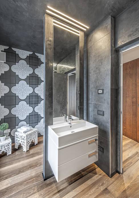 Bathroom by SANTACROCEARCHITETTI