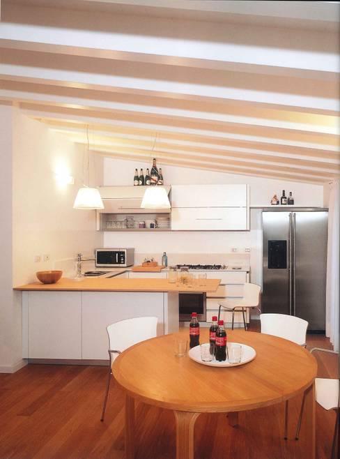 Cocinas de estilo  por Fabio Carria