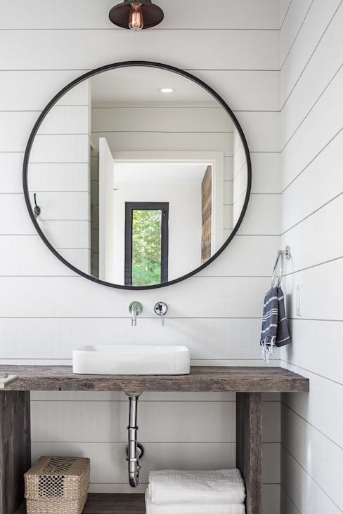 Lac St. Sixte Summer Residence:  Bathroom by Flynn Architect