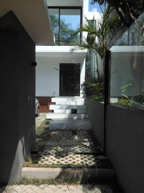Corridor & hallway by Cláudia Legonde