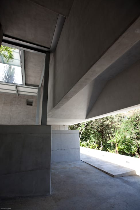 Casa Torcida:  Houses by SPG Architects