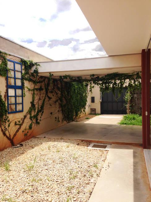 Garajes de estilo  por Lozí - Projeto e Obra