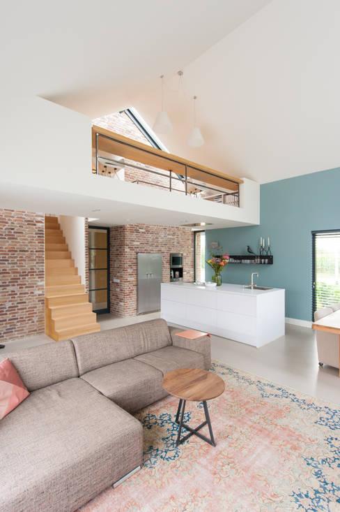 ห้องนั่งเล่น by Jan Couwenberg Architectuur