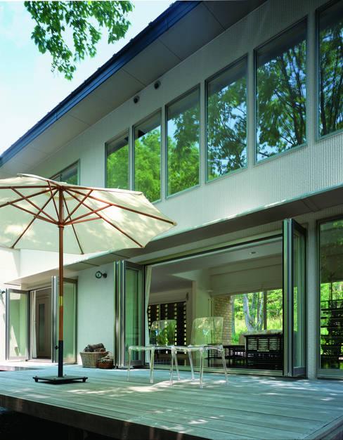 Mアーキテクツ 高級邸宅 豪邸 注文住宅 別荘建築 LUXURY HOUSES   M-architects의  베란다