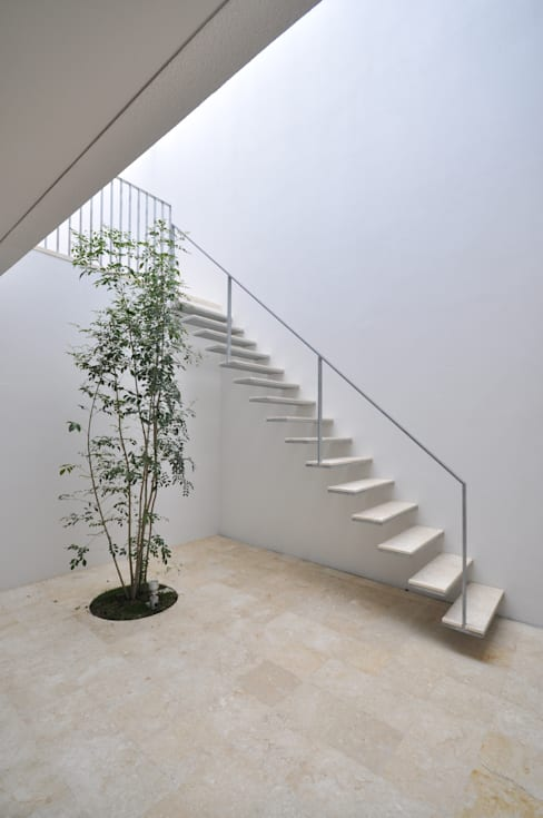Projekty,  Korytarz, przedpokój zaprojektowane przez 門一級建築士事務所
