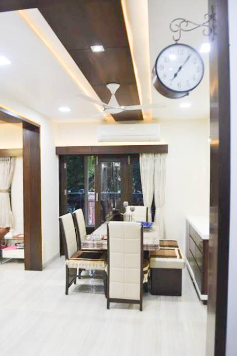 Residence of Mr Mukesh Shah:  Dining room by Sanchi Shah