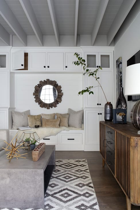 Ridgeview Showhouse:  Living room by Christopher Architecture & Interiors