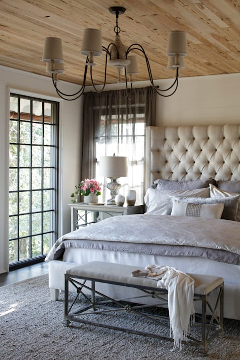 Ridgeview Showhouse:  Bedroom by Christopher Architecture & Interiors