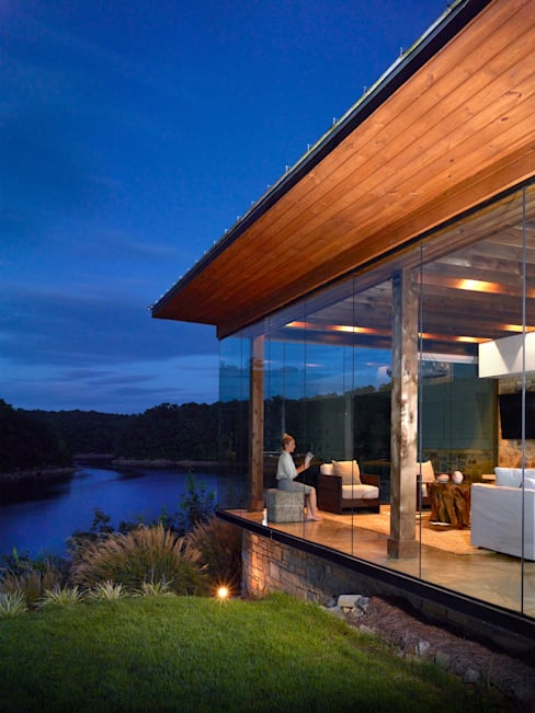 Modern Smith Lake Home:  Houses by Christopher Architecture & Interiors