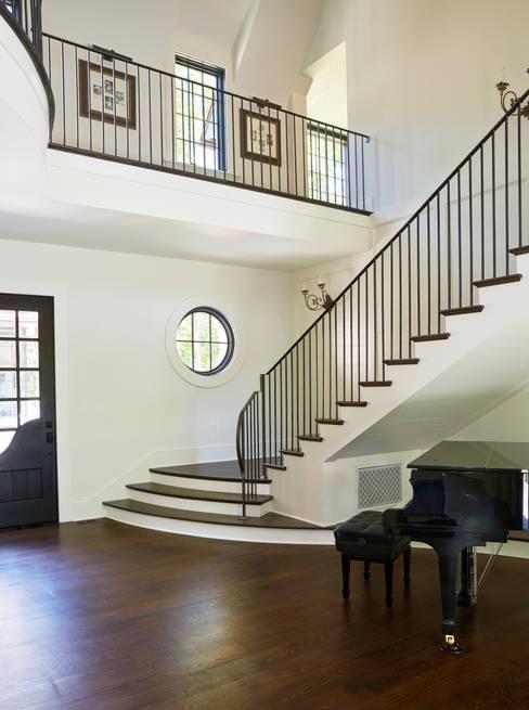 Corridor & hallway by Christopher Architecture & Interiors