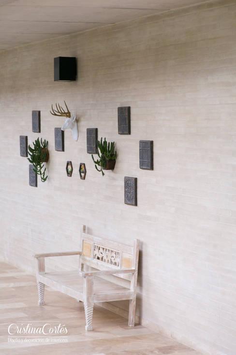 Corridor, hallway & stairs by Cristina Cortés Diseño y Decoración